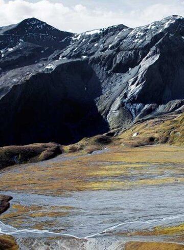 Machen Sie Ferien zuhause - zum Beispiel in Graubünden und entdecken Sie die Tektonikarena Sardona.