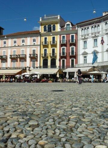 Machen Sie Ferien zuhause, zum Beispiel in Locarno im sonnigen Tessin.
